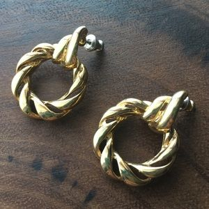 Jewelry - Vintage Gold Tone Pierced Earrings Circles